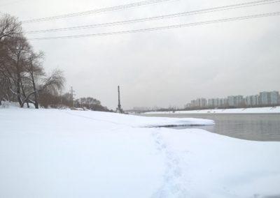 Фото плавучий кран на Москве-реке в Братеево снежной зимой