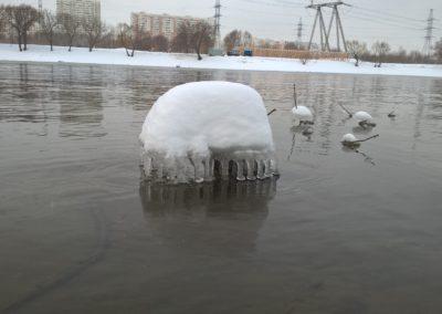 Фото зимней Москвы-реки. Ледяная медуза.